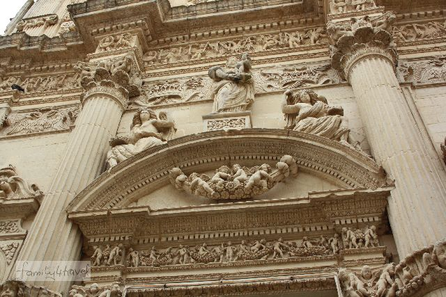 Üppiger - und ein besseres Beispiel für Lecceser Barock als das obige Foto (glaube ich - ich bin und bleibe doch trotz allem ein lausiger Kunstbanause).
