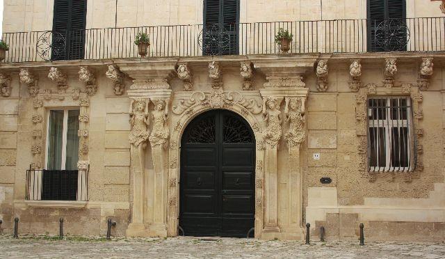 Lecce: family4travel goes Kunstgeschichte – oder die Stadt der angebissenen Statuen
