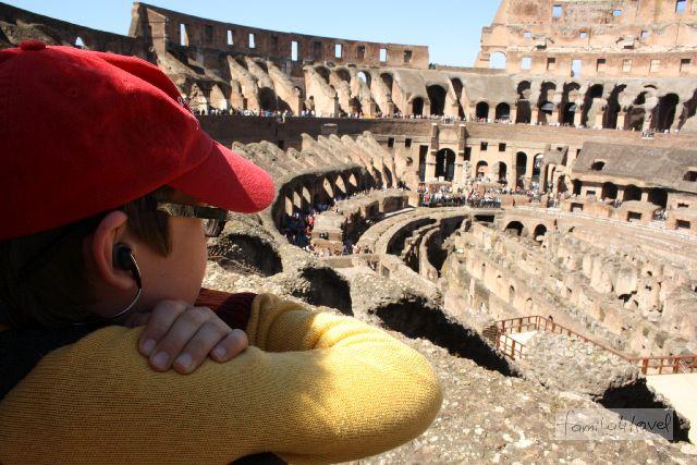 Kind im Kolosseum - wie empfehlenswert das wirklich ist, erzähle ich - hoffentlich - irgendwann demnächst, sobald ich die Zeit dazu finde...