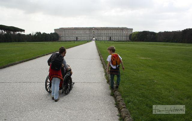 Sightseeing im Rollstuhl ist für alle Beteiligten verdammt anstrengend.