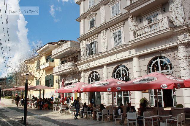 Man muss ein bisschen suchen, aber dann findet man auch nette Ecken in Tirana.