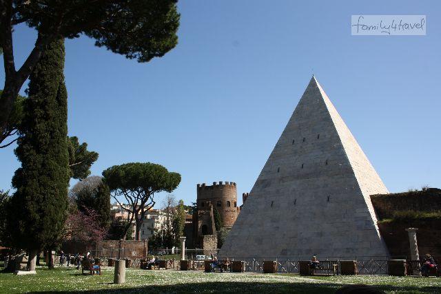 Die Pyramide ist eines der Wahrzeichen von Testaccio.
