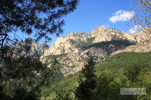 Vor allem die Mitte Korsikas geht als Gebirge durch.
