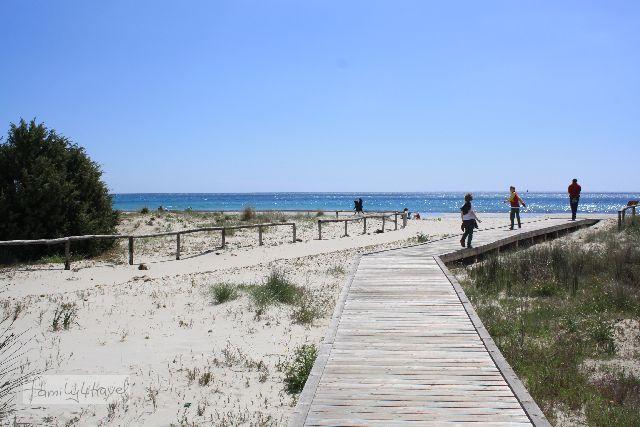 Dieser Strand befindet sich in Vilasimius, einem der beliebtesten sardischen Ziele für Badeurlaub. Zu Ostern ist es auch hier noch herrlich leer.