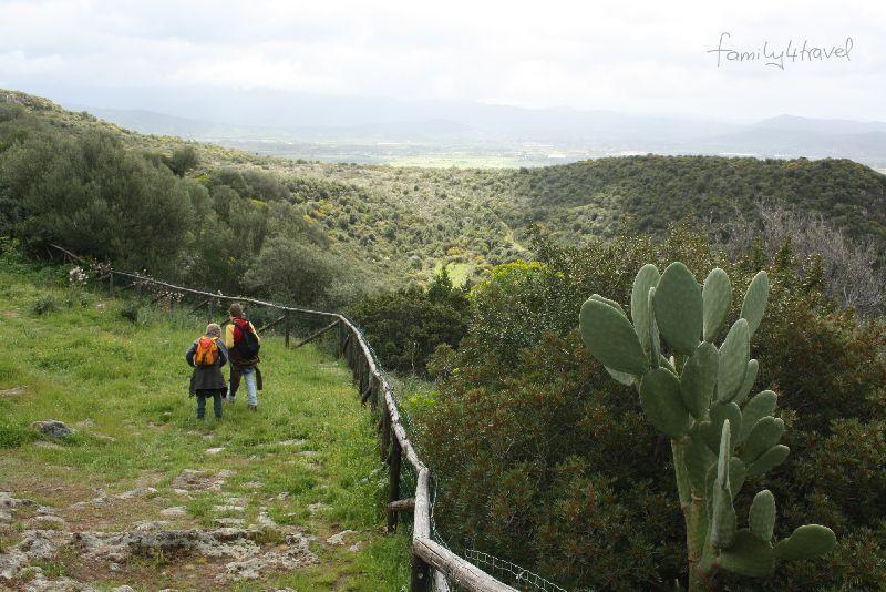 Weite Täler, eher sanfte Rundungen in der Topografie: Sardinien, hier im Südwesten.