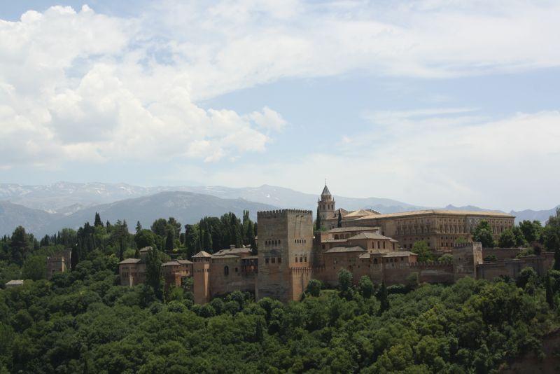"""Die Alhambra ist garantiert bei jedem Wetter ein kultureller Hochgenuss - aber wir waren froh, einen Tag zu erwischen, an dem """"nur"""" etwa 28 Grad herrschten..."""
