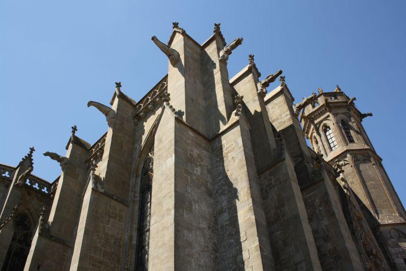 Eine Schönheit ist die Basilika nicht, aber architektonisch interessant durchaus.