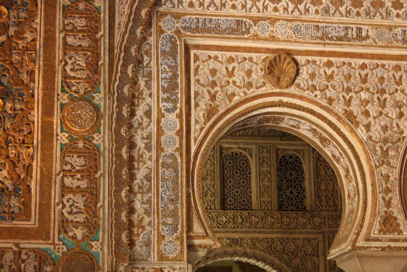 Die Mauren bauten im Mudejar-Stil, der in seiner opulenten Pracht heute herrlich exotisch wirkt. (Alcazar von Sevilla.)