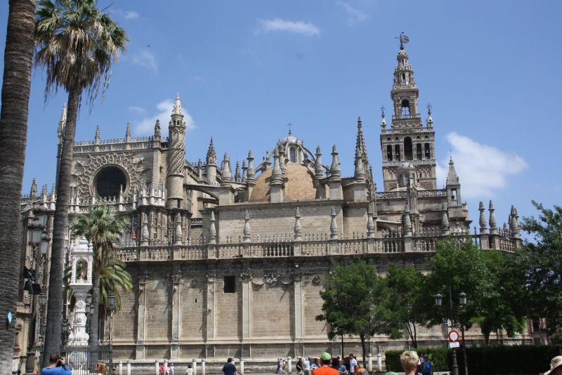 Verrückt oder nicht - mächtig imposant ist die Kathedrale von Sevilla auf jeden Fall.