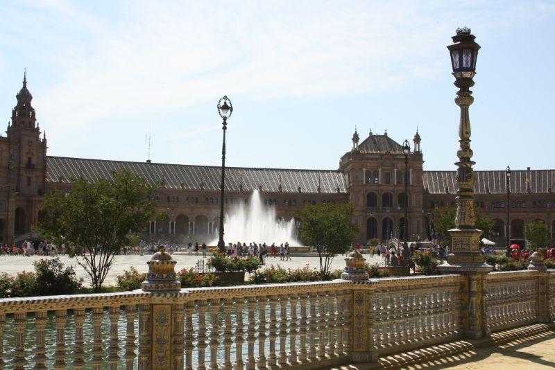 Die Plaza de Espanol soll einer der schönsten Plätze Spaniens sein.