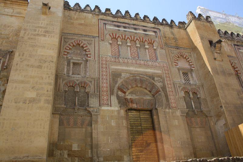 Von außen macht die Mezquita gar nicht mal sooo viel her. Das Schönste beherbergt sie im Inneren.