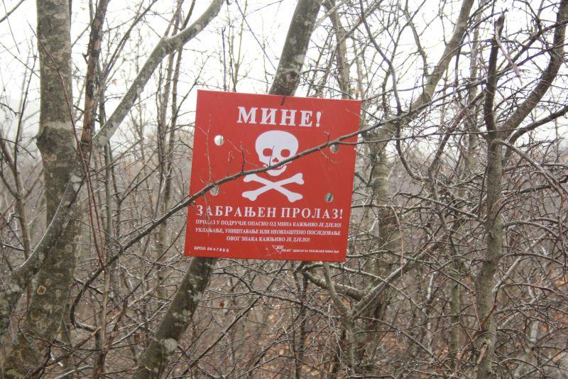 Grauenhafte Erinnerung an einen Krieg, der noch nicht allzu lange her ist: Zwischen Kroatien und Bosnien liegen immer noch jede Menge Landminen in der Erde.