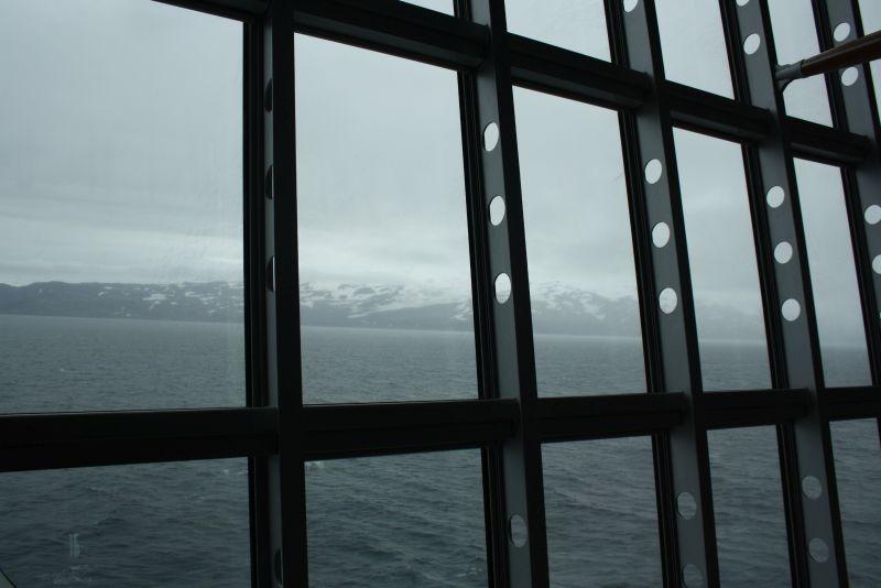 Mit dem hohen Norden kann man mich locken, selbst auf ein Kreuzfahrtschiff - Vorbeifahrt an der Polarinsel Jan Mayen.