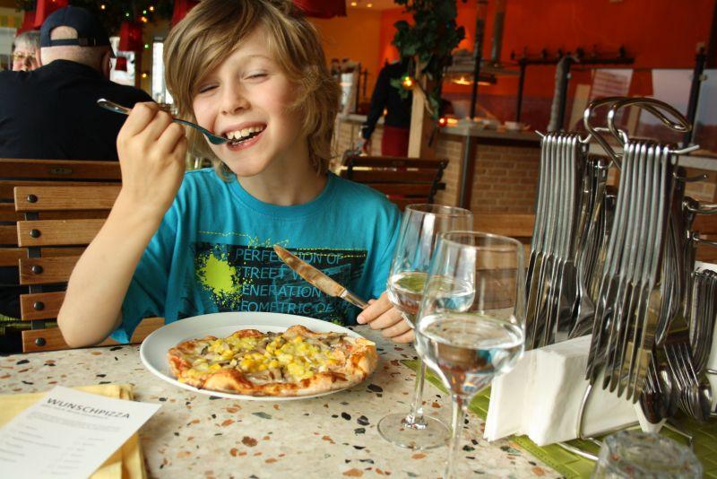 Ein bisschen antizyklisch Essen gehen ist ein guter Tipp, um dem Gedränge zu entgehen. In der Pizzaria ist es immer leerer (aber auch nicht so lecker wie in den anderen drei Restaurants).