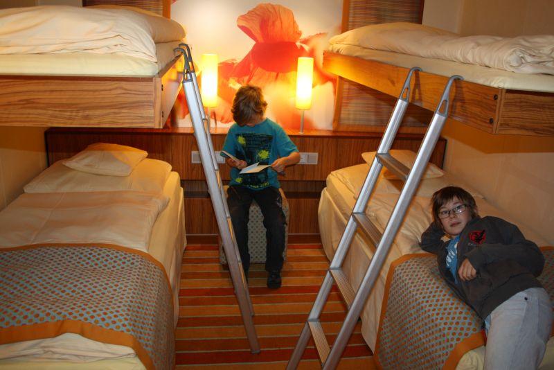 Wir sind schon auf vielen Fähren über Nacht gefahren. Die Innenkabine eines Kreuzfahrtschiffs unterscheidet sich davon nur in Details.