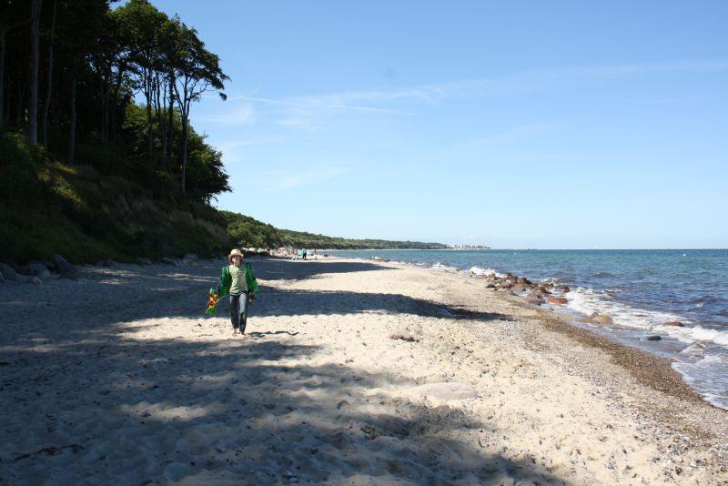 Oder doch lieber wieder an den Strand? Wenn die Schatten der Steilküste abends länger werden, gibt es auch kaum noch Konkurrenz um den besten Sandburgen-Bauplatz.