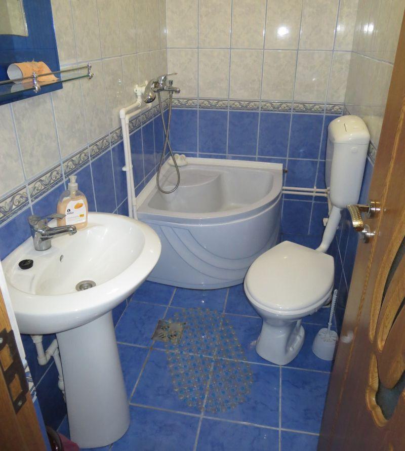 Ein typisches Badezimmer für eine rumänische Unterkunft unserer Preisklasse (hier in Murighiol, Donaudelta).