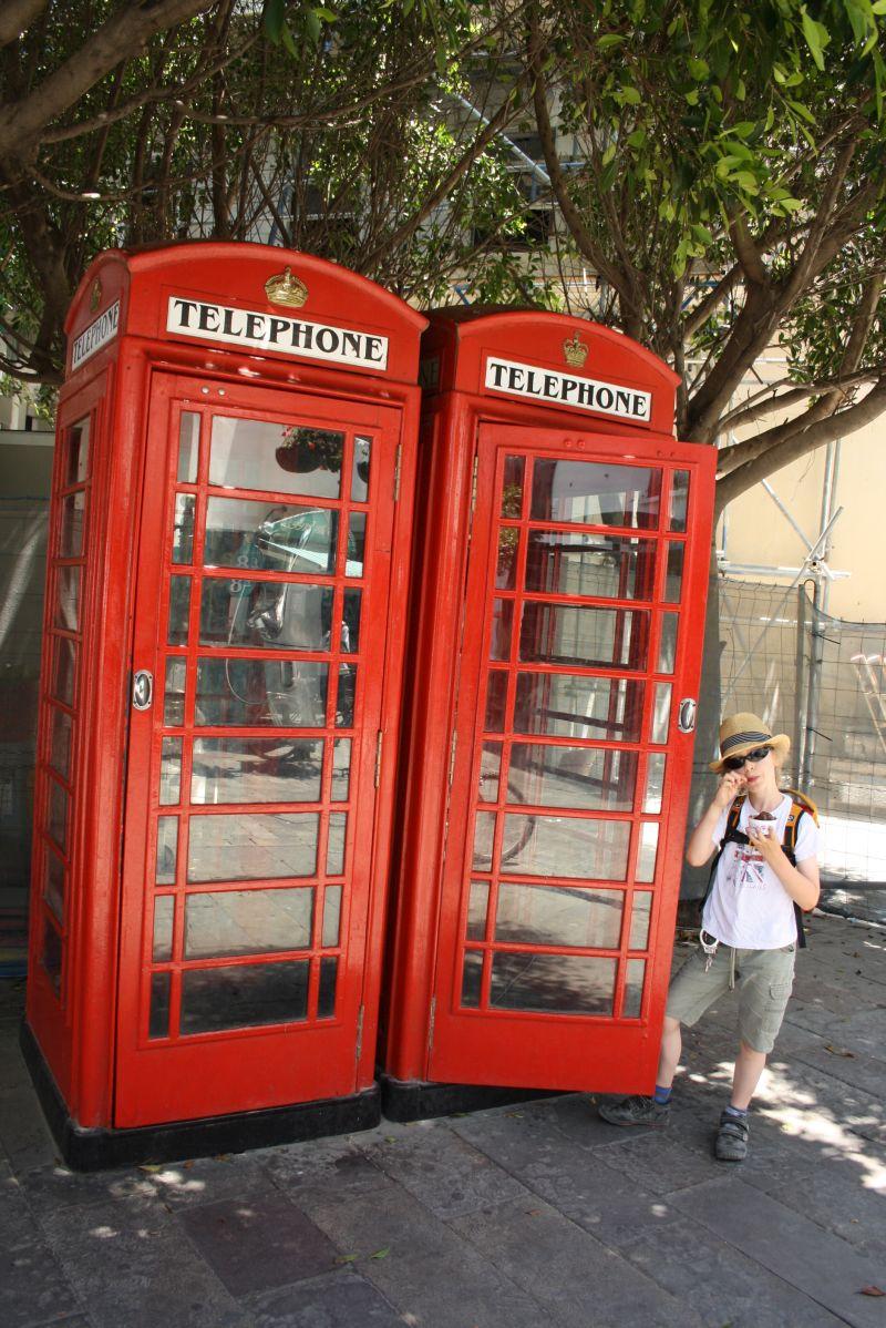 Und natürlich die roten Telefonzellen sorgen für das richtige Großbritannien-Feeling.