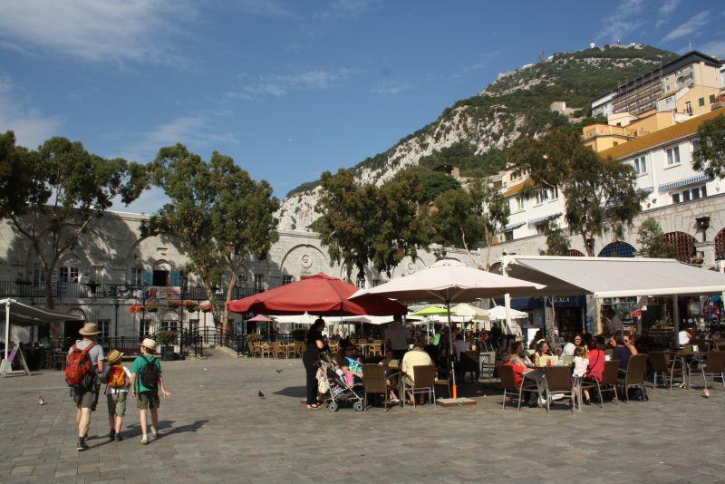 Stadtbummel an Steilklippen - die sind in Gibraltar nie weit weg.