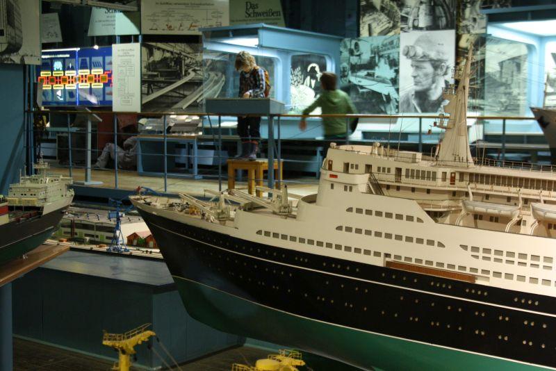 Eher was fürs technikbegeisterte Y-Chromosom, aber so interessant gestaltet, dass alle was davon haben: das Schifffahrtsmuseum im IGA-Park.