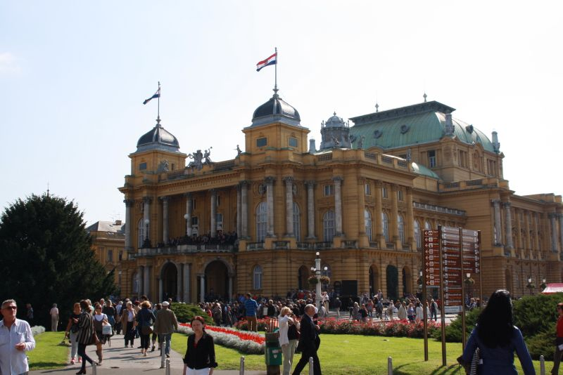 Das Nationaltheater von Zagreb - die Architektur kommt uns bekannt vor.