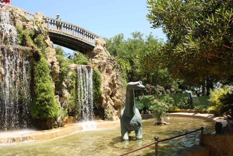 Stadtpark mit Dino. Was will man mehr?