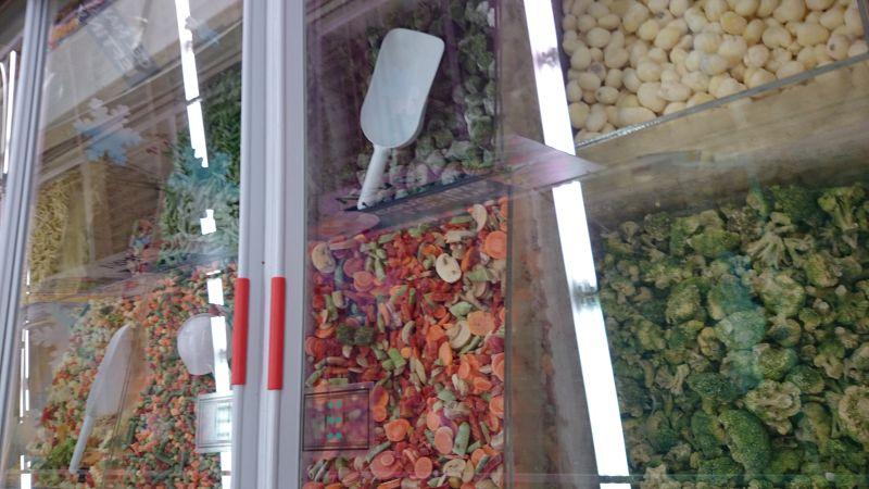Eine Besonderheit in rumänischen Supermärkten: Oft kann man sich sein TK-Gemüse selbst abfüllen.