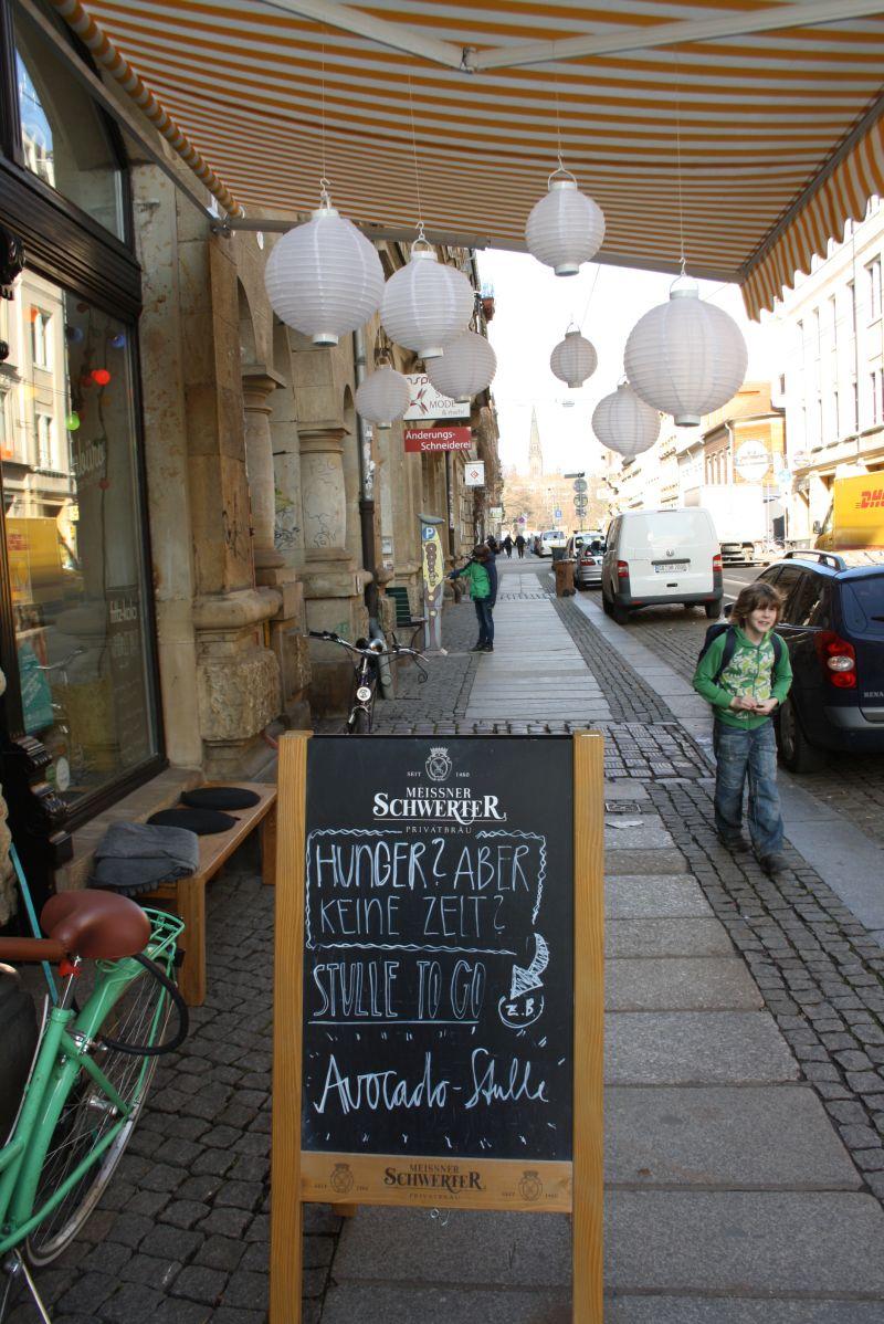Bummeln in der Neustadt lohnt sich (hier in der Görlitzer Straße, glaube ich).