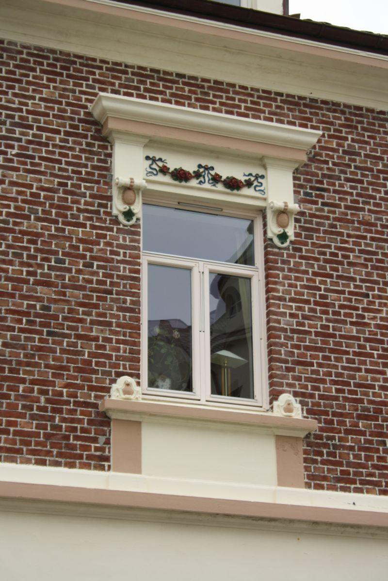 In Ålesund lohnt sich der Blick auf die meisten Fassaden. Viele haben tolle Details zu bieten.