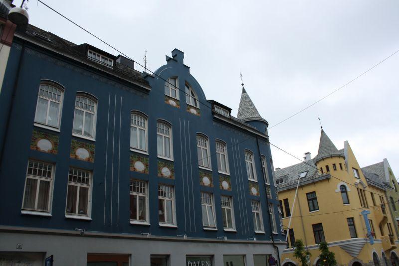 Die bunten Jugendstil-Häuser in norwegischer Variante sind Ålesunds Markenzeichen.