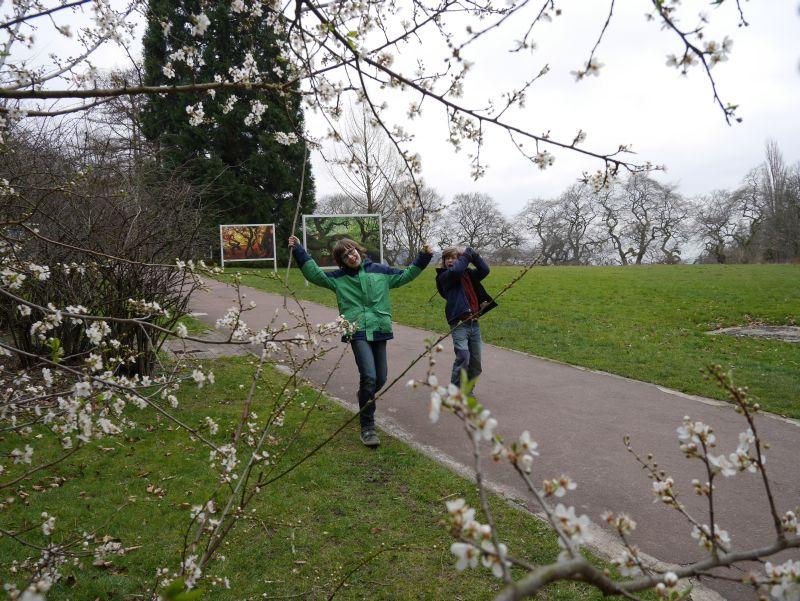 """Flanieren im Kurpark Bad Nenndorf (wobei dieses Bild in Wirklichkeit den Titel """"Ork-Krieger auf Expedition"""" tragen sollte, wenn ich mich recht erinnere)."""