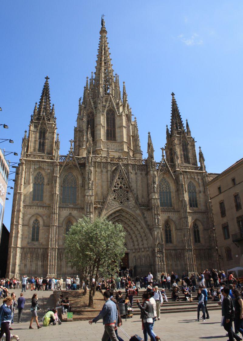 Reichlich Touristen gibt es an der Cathedral la Seu wohl zu jeder Jahreszeit gratis mit dazu.