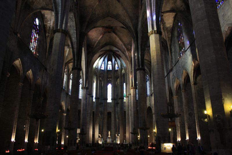 Schlicht, aber vollendet gotisch: Santa Maria del Mar im Barri Gotic in Barcelona.