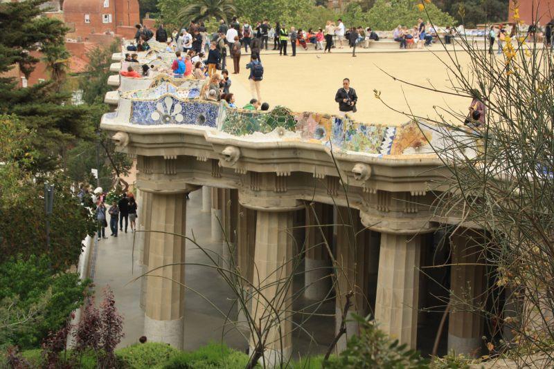 Die berühmte Terrasse des Parc Güell. Wer hier flanieren will, muss Eintritt bezahlen.