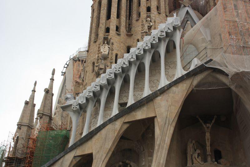 Detail am Portal der Sagrada Familia, an der seit 1888 gebaut wird.