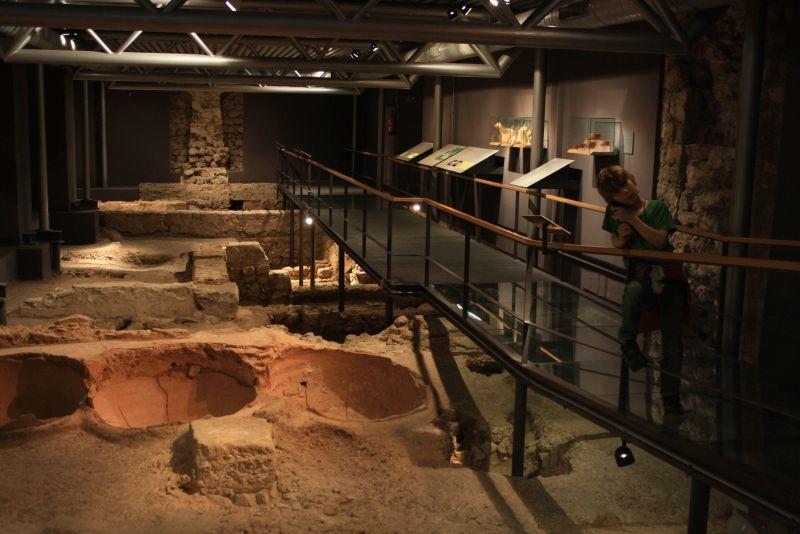 Überdachtes Ruinengucken im Stadtmuseum von Barcelona. Übrigens gibt es auch einen Audioguide auf Deutsch.