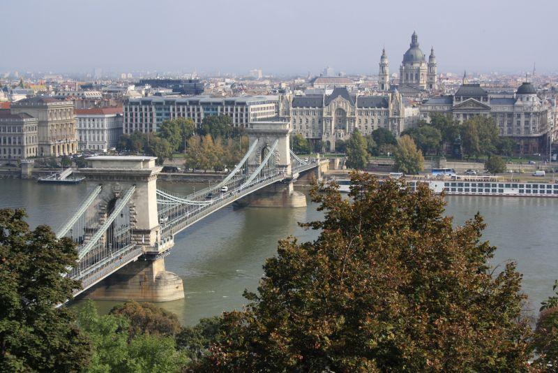 donau-budapest-kettenbrücke-pest