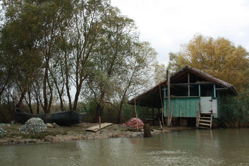 Wohnen im Donaudelta: Diese Fischerhütte ist zumindest saisonal bewohnt.