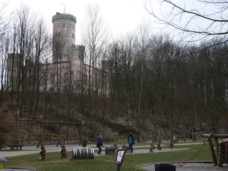 Das Jagdschloss Granitz ist einer von Rügens Touristenmagneten. Aber man muss gar nicht rein gehen, um dort eine gute Zeit zu verbringen.