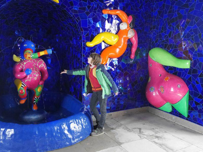 Nicht so barock, aber bunt und spannend: die Niki-de-Saint-Phalle-Grotte in den Herrenhäuser Gärten.