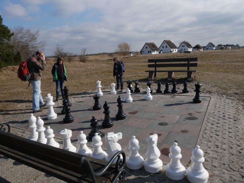 Kann man mal machen: Die Seele baumeln lassen bei einer Partie Schach (in Neuendorf).