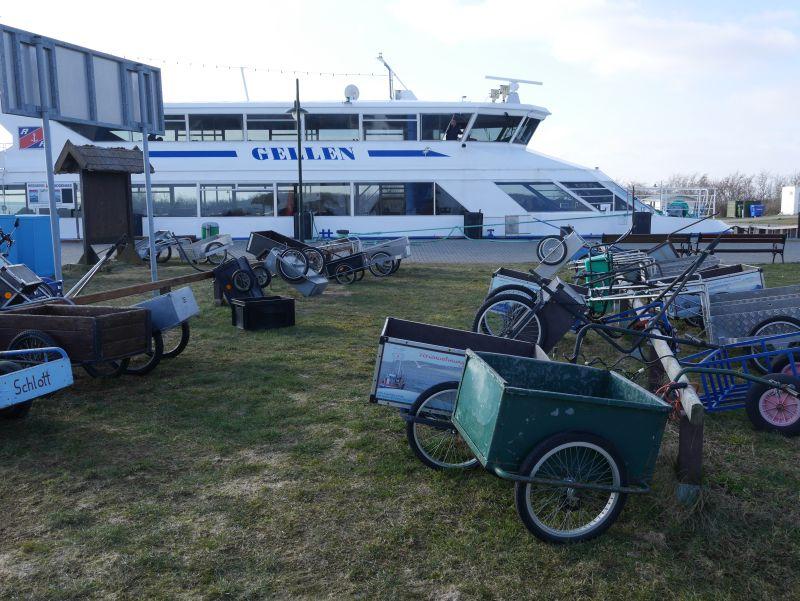 Bollerwagen auf Hiddensee zum Transport.