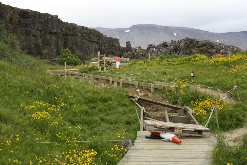 Ein Erdbeben hat den Wanderweg in Thingvellir zerstört. .