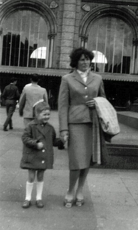 Von der Kinderkur gibt es leider keine Fotos. Aber hier ist der Beweis, dass meine Oma meine Mama immerhin einmal bis nach Hannover mitgenommen hat.