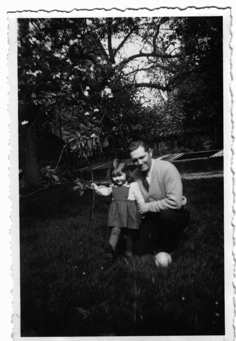 Meine Mama mit meinem Opa, der leidenschaftlich gern verreiste und auch seine einzige Tochter gern mit auf Ausflüge nahm.