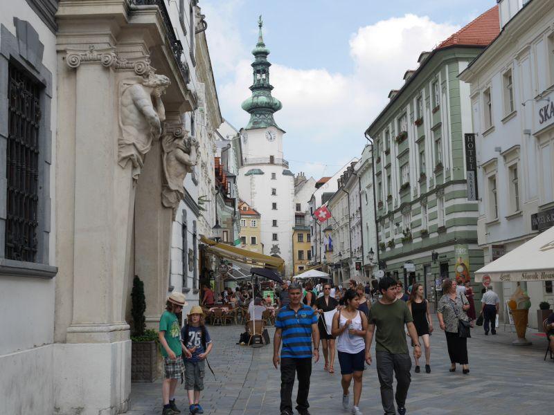 Touristen in Bratislava, Slowakei mit Kindern