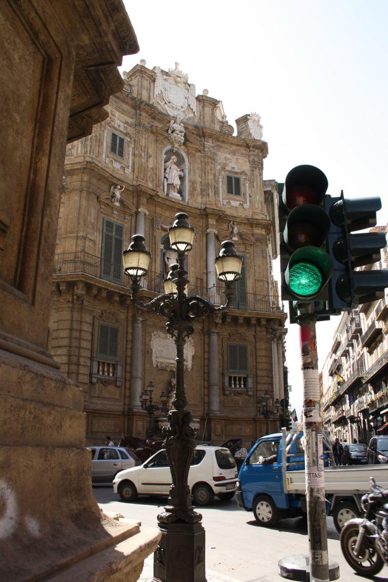 Quattro Canti, Palermo, Sizilien, mit Autos