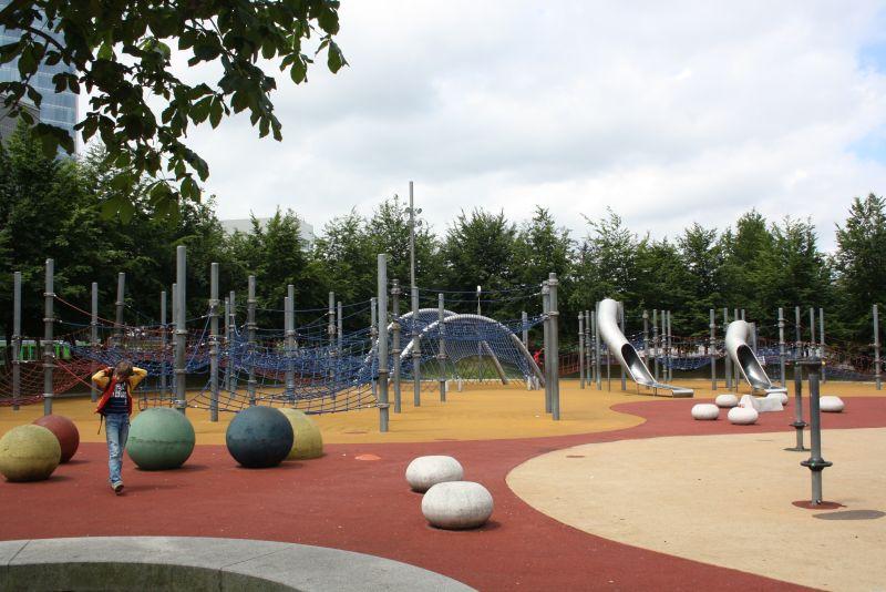Urlaub im Baskenland mit Kindern, Spielplatz neben dem Guggenheim-Museum in Bilbao.