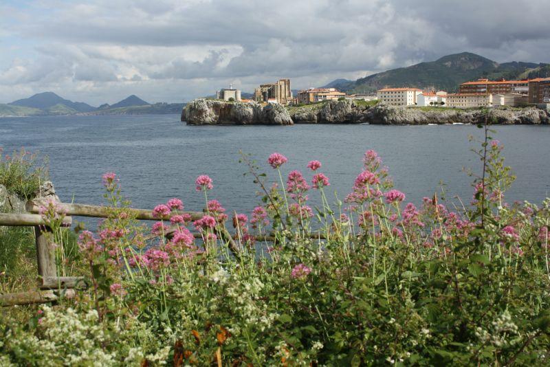 Castro Urdiales, Festung Santa Ana und Kirche Santa Maria