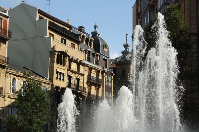 Donostia-San Sebastian, Stadtbild mit Fontäne
